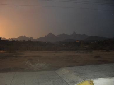 منظر قرى وادي العرج من محافظة أضم ويتضح جبلا العلنصا والنعامه